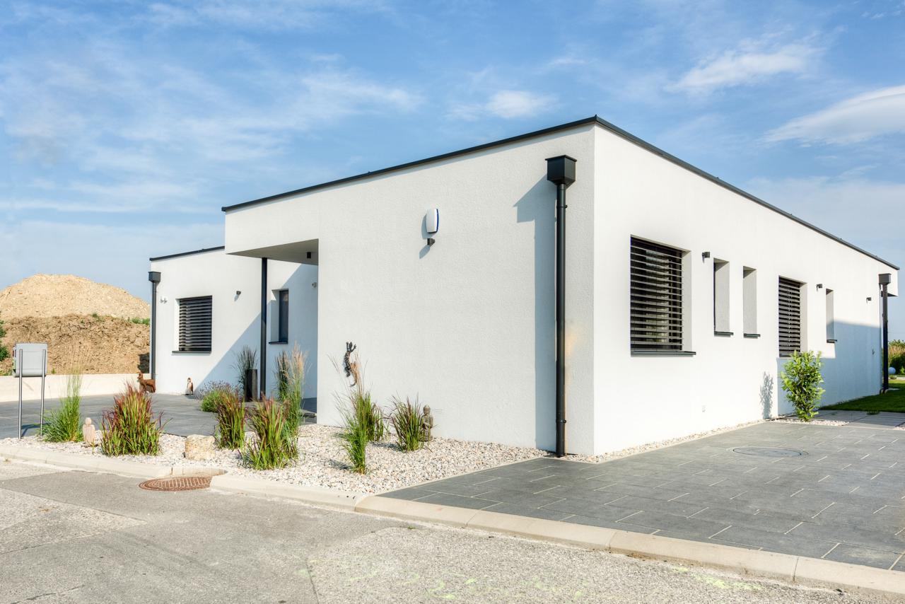 flachdachhaus in eggersdorf lieb fertighaus. Black Bedroom Furniture Sets. Home Design Ideas