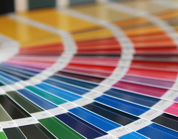 Imagebild Farbtipps: Aufgefächerte Farbkarte